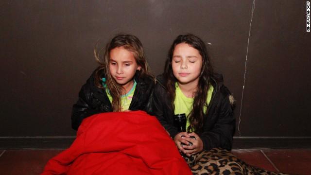 Người dân Chile hoang mang sơ tán khỏi tâm chấn trong đêm 9