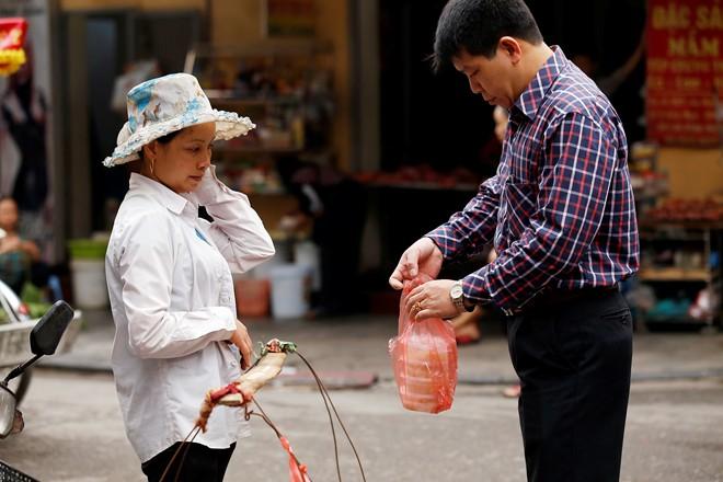 Chùm ảnh người Hà Nội đón Tết Hàn thực 14