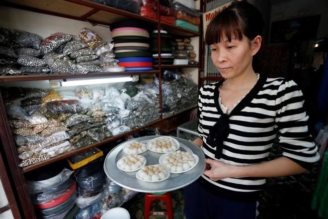 Chùm ảnh người Hà Nội đón Tết Hàn thực 15