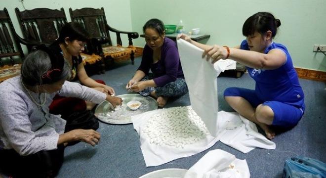 Chùm ảnh người Hà Nội đón Tết Hàn thực 5