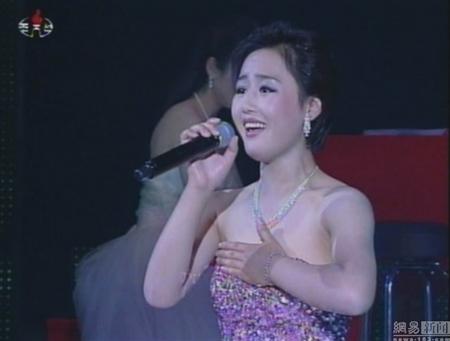 Lộ diện ca sĩ xinh đẹp bị bỏ tù vì 'hớp hồn' Kim Jong-Un 11