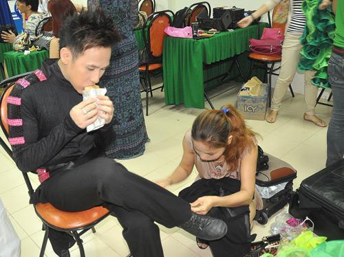 Những bữa ăn dã chiến của sao Việt sau hậu trường 12