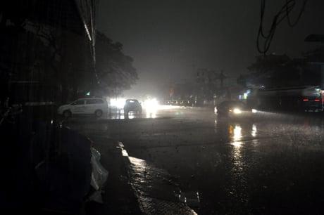Chùm ảnh: 10 phút ngày biến thành đêm ở Quảng Ninh 6