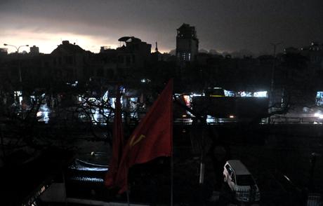 Chùm ảnh: 10 phút ngày biến thành đêm ở Quảng Ninh 8