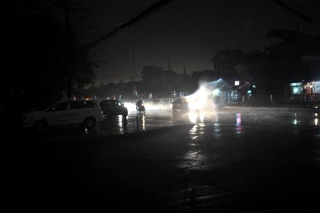 Chùm ảnh: 10 phút ngày biến thành đêm ở Quảng Ninh 9