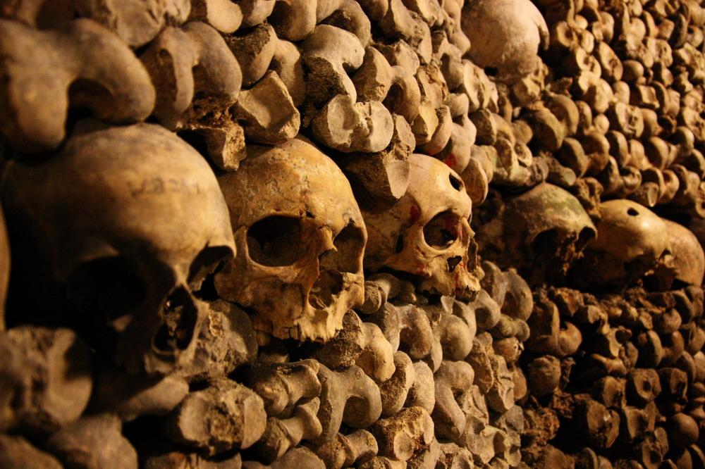 Rùng rợn khu mộ kỳ bí chứa hơn 6 triệu hài cốt dưới lòng kinh đô Paris 17