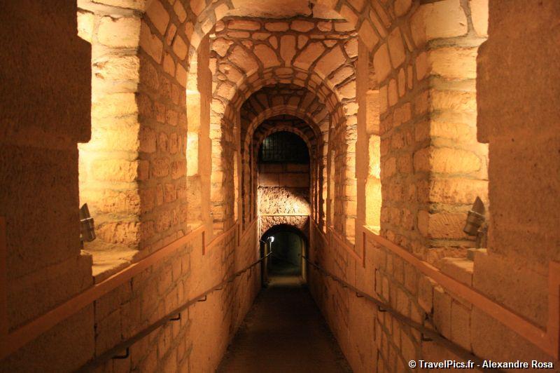Rùng rợn khu mộ kỳ bí chứa hơn 6 triệu hài cốt dưới lòng kinh đô Paris 7