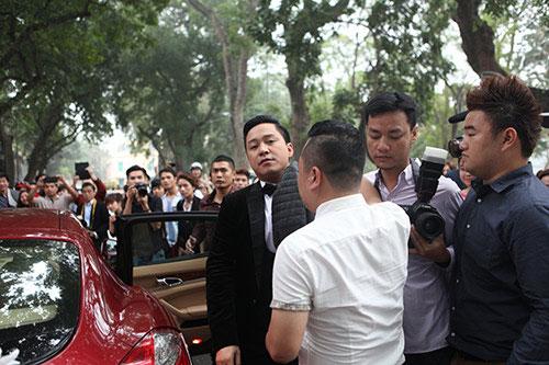 Chú rể Tuấn Hưng dùng siêu xe 10 tỉ đón cô dâu hotgirl 6