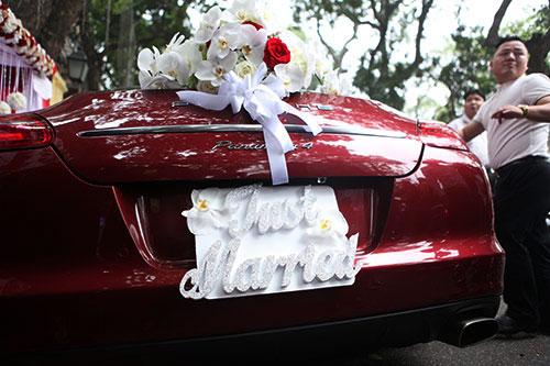 Chú rể Tuấn Hưng dùng siêu xe 10 tỉ đón cô dâu hotgirl 8