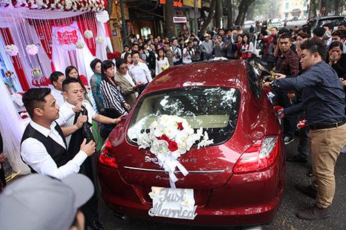 Chú rể Tuấn Hưng dùng siêu xe 10 tỉ đón cô dâu hotgirl 10