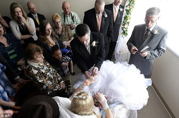 Lễ cưới đẫm nước mắt của cô dâu mắc bệnh ung thư giai đoạn cuối 7