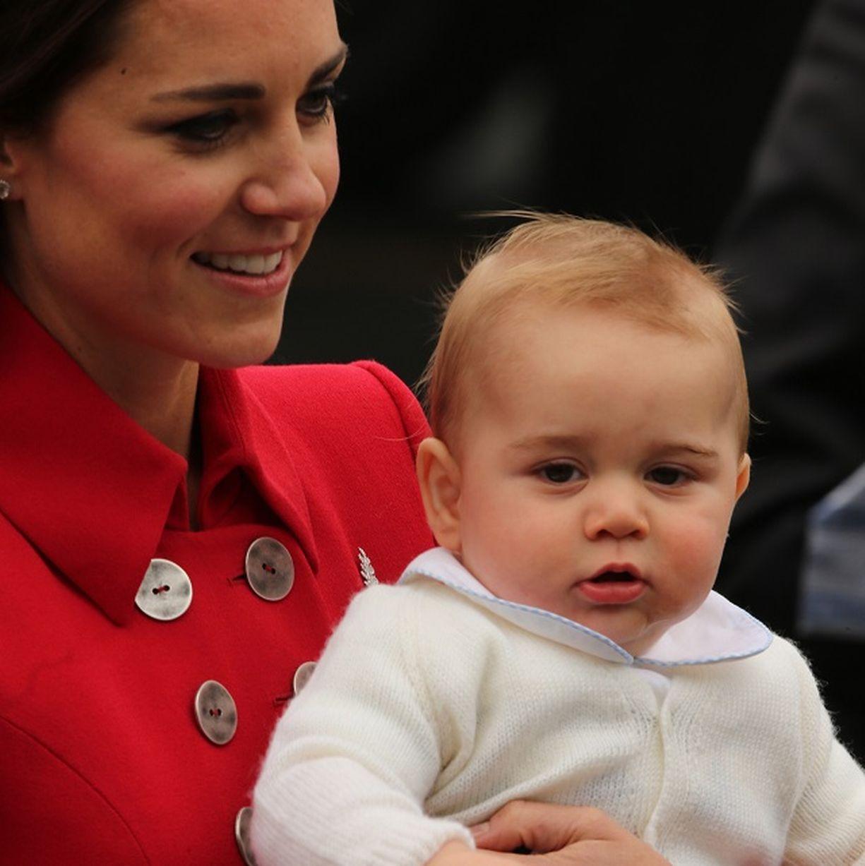 Hoàng tử bé nước Anh lần đầu công du nước ngoài 6