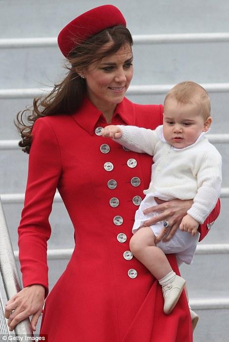 Hoàng tử bé nước Anh lần đầu công du nước ngoài 13