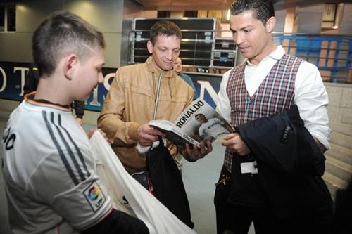 Kì diệu: Bàn thắng của Ronaldo cứu sống cậu bé hôn mê 3 tháng 8