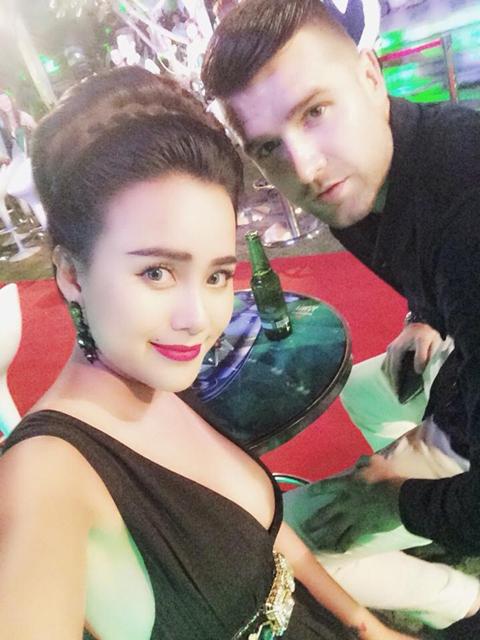 Nữ DJ số 1 Việt Nam 'thả rông' ngực đón cúp C1 tại Sài Gòn 9
