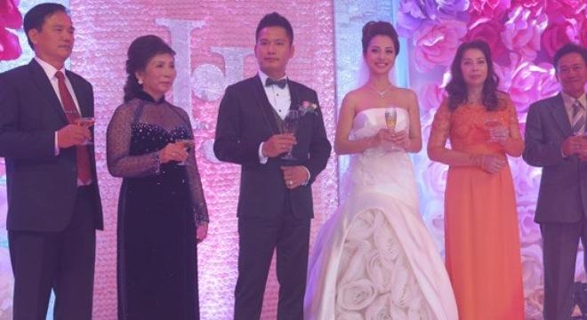 Đại gia đình hoa hậu Jennifer Phạm kiếm bội tiền từ FPT 5