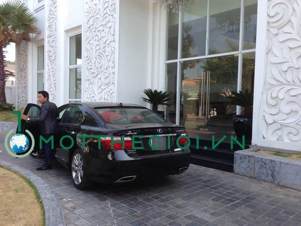 """Nữ đại gia nào """"chống lưng"""" diễn viên Kinh Quốc tậu xe hơi 6 tỉ? 6"""