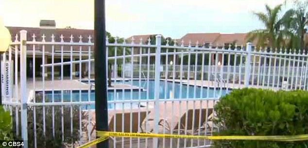 Phát hiện thi thể của 2 bé gái sinh đôi chết đuối trong hồ bơi 5