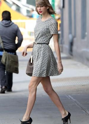 Taylor Swift trẻ trung tại New York  8