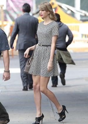 Taylor Swift trẻ trung tại New York  9