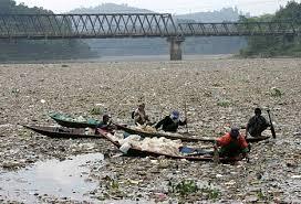 Cuộc mưu sinh trên dòng sông bẩn nhất thế giới 8
