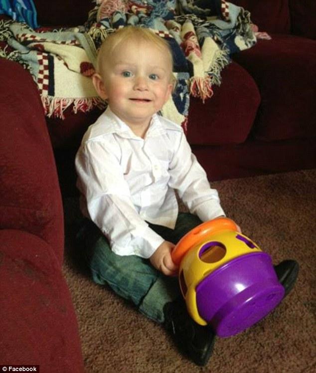 Băng đảng đấu súng, bé trai 2 tuổi trúng đạn chết oan 5