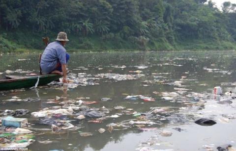 Cuộc mưu sinh trên dòng sông bẩn nhất thế giới 5