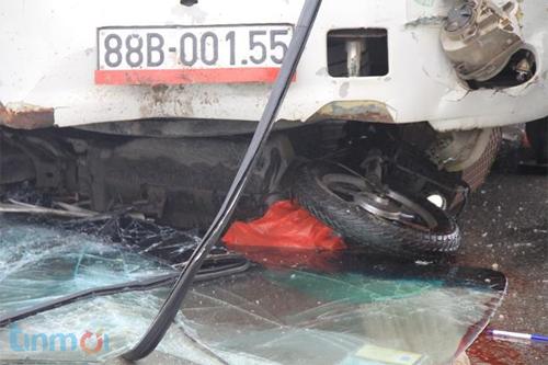 Nam thanh niên tử vong dưới gầm xe khách 8