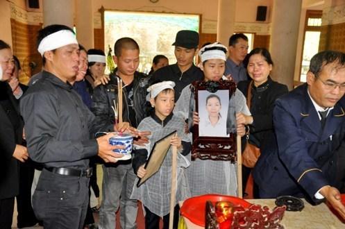 Vụ Cát Tường: Gia đình chị Huyền sẽ cho 2 cháu mang di ảnh mẹ đến tòa 5