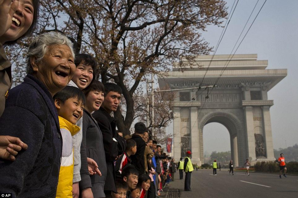 Những hình ảnh thú vị về giải điền kinh quốc tế đầu tiên tại Triều Tiên 14