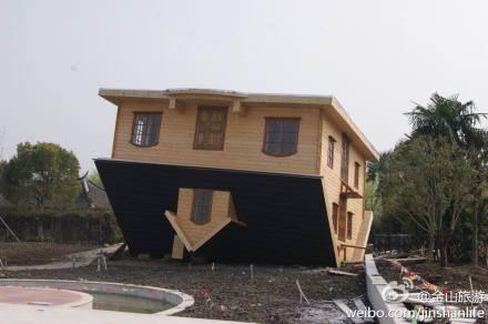 Trung Quốc xây nhà lộn ngược thu hút du lịch 11