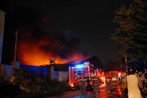 Cháy dữ dội tại khu xử lý chất thải rắn 6