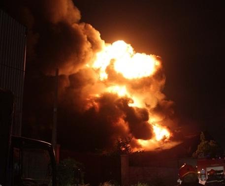 Cháy dữ dội tại khu xử lý chất thải rắn 5