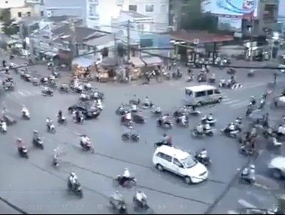 Clip chóng mặt với cảnh đường phố hỗn loạn 7