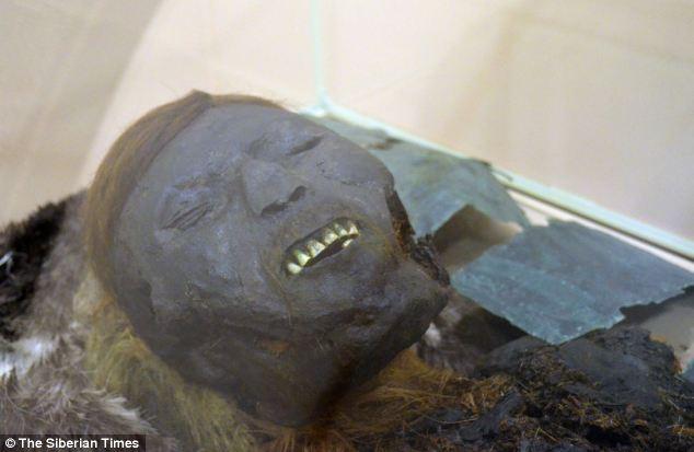 Bí ẩn ngôi mộ cổ chứa xác ướp 800 năm tuổi ở Nga 1