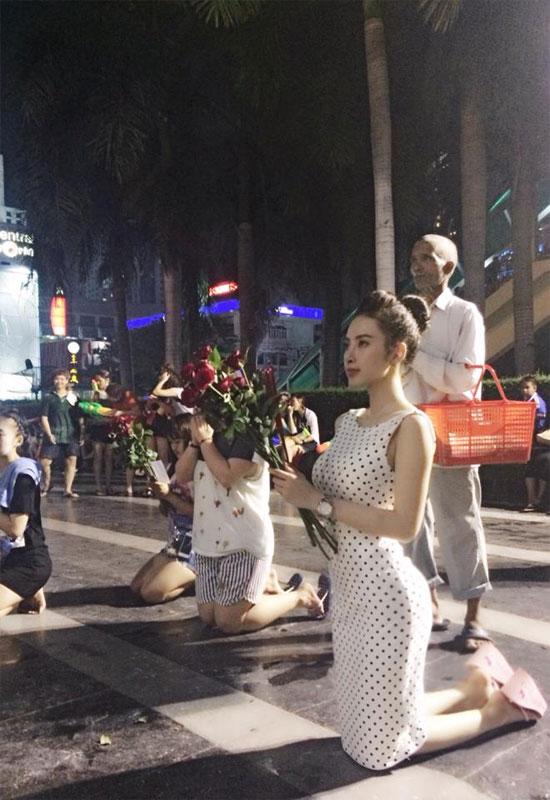 Angela Phương Trinh  gây nóng mắt khi mặc sexy đi chùa 10