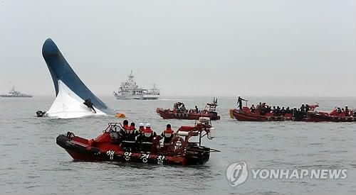 Cận cảnh công tác cứu hộ vụ chìm phà tại Hàn Quốc 8
