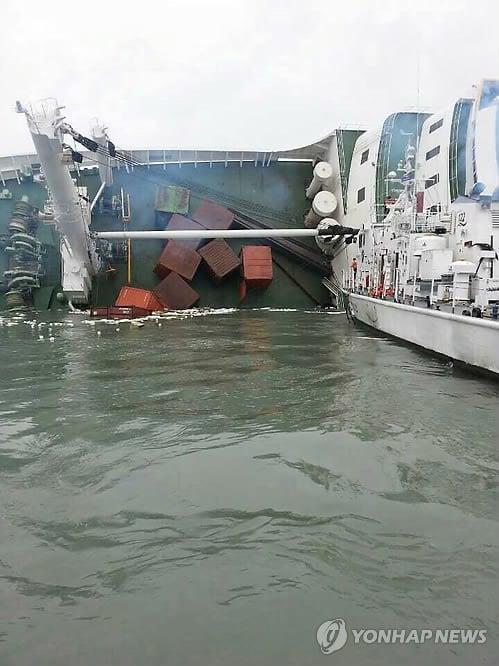 Hình ảnh Cận cảnh công tác cứu hộ vụ chìm phà tại Hàn Quốc số 5