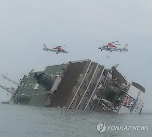 Cận cảnh công tác cứu hộ vụ chìm phà tại Hàn Quốc 13