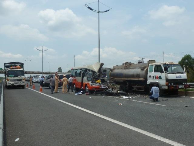 Hiện trường vụ thảm nạn ở cao tốc Trung Lương, 5 người chết 5