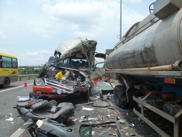 Hiện trường vụ thảm nạn ở cao tốc Trung Lương, 5 người chết 7