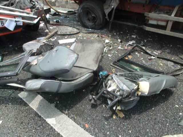Hiện trường vụ thảm nạn ở cao tốc Trung Lương, 5 người chết 9