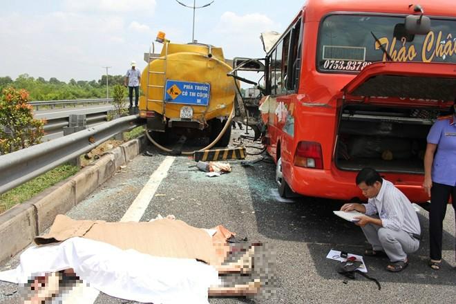 Hiện trường vụ thảm nạn ở cao tốc Trung Lương, 5 người chết 12