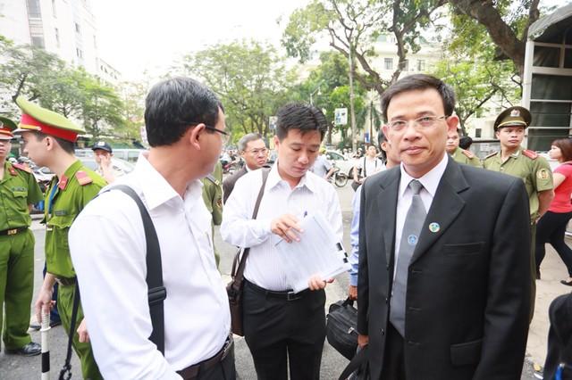 Hình ảnh ngoài TAND TP Hà Nội trước phiên xử bầu Kiên 6