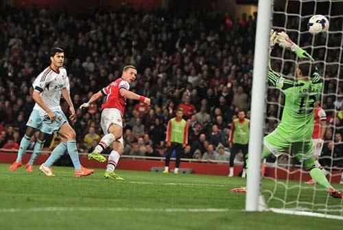Arsenal 3-1 West Ham: Pháo thủ ngược dòng trở lại top 4 5
