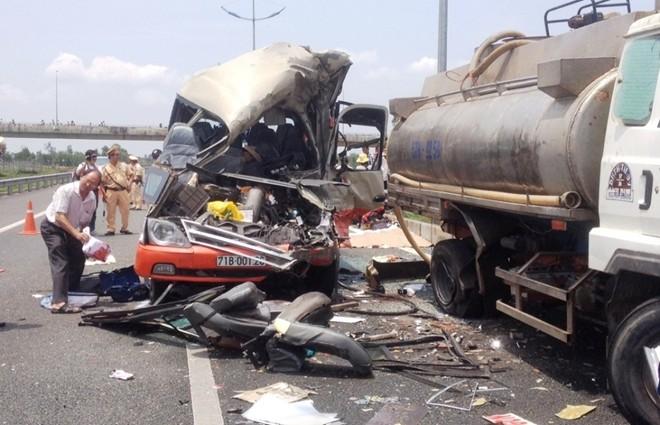 Tai nạn thảm khốc trên đường cao tốc, 5 người chết 4