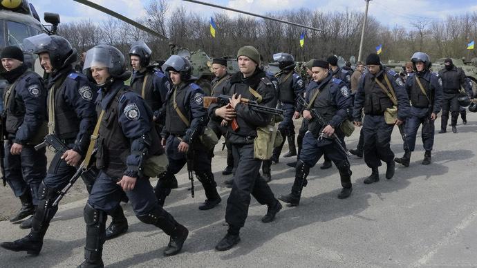 Binh lính, xe bọc thép, máy bay… rầm rập ở đông Ukraine 6
