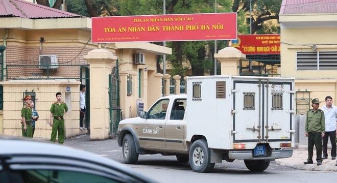 Hình ảnh ngoài TAND TP Hà Nội trước phiên xử bầu Kiên 5