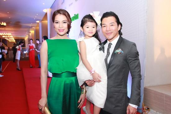 Phong cách thời trang ăn ý của cặp đôi Trương Ngọc Ánh - Trần Bảo Sơn 12