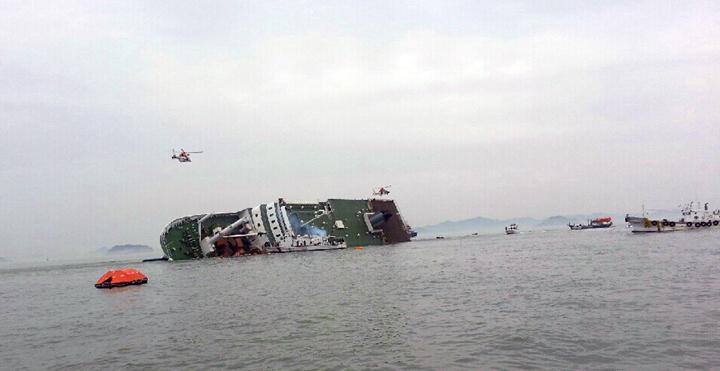 10 bức ảnh lay động lòng người về vụ chìm phà Hàn Quốc 15